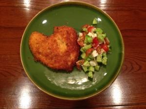Panko chicken with haloum-tomator-cucumber salad